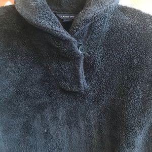 Black pullover fleece.